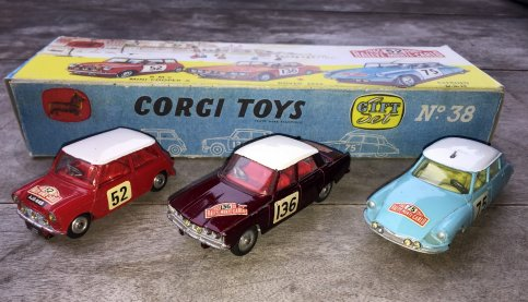 new arrival : Corgi nr 38 Monte Carlo 1965 GIFT SET